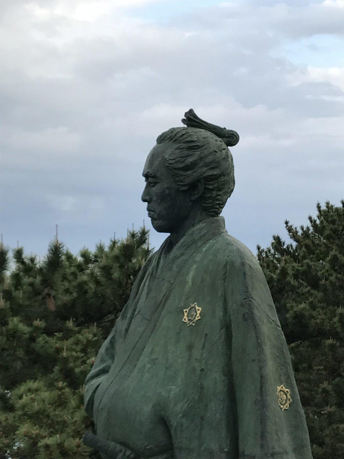 坂本龍馬像に大接近