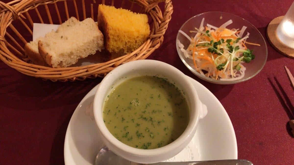 本日のスープ、サラダ、自家製パン