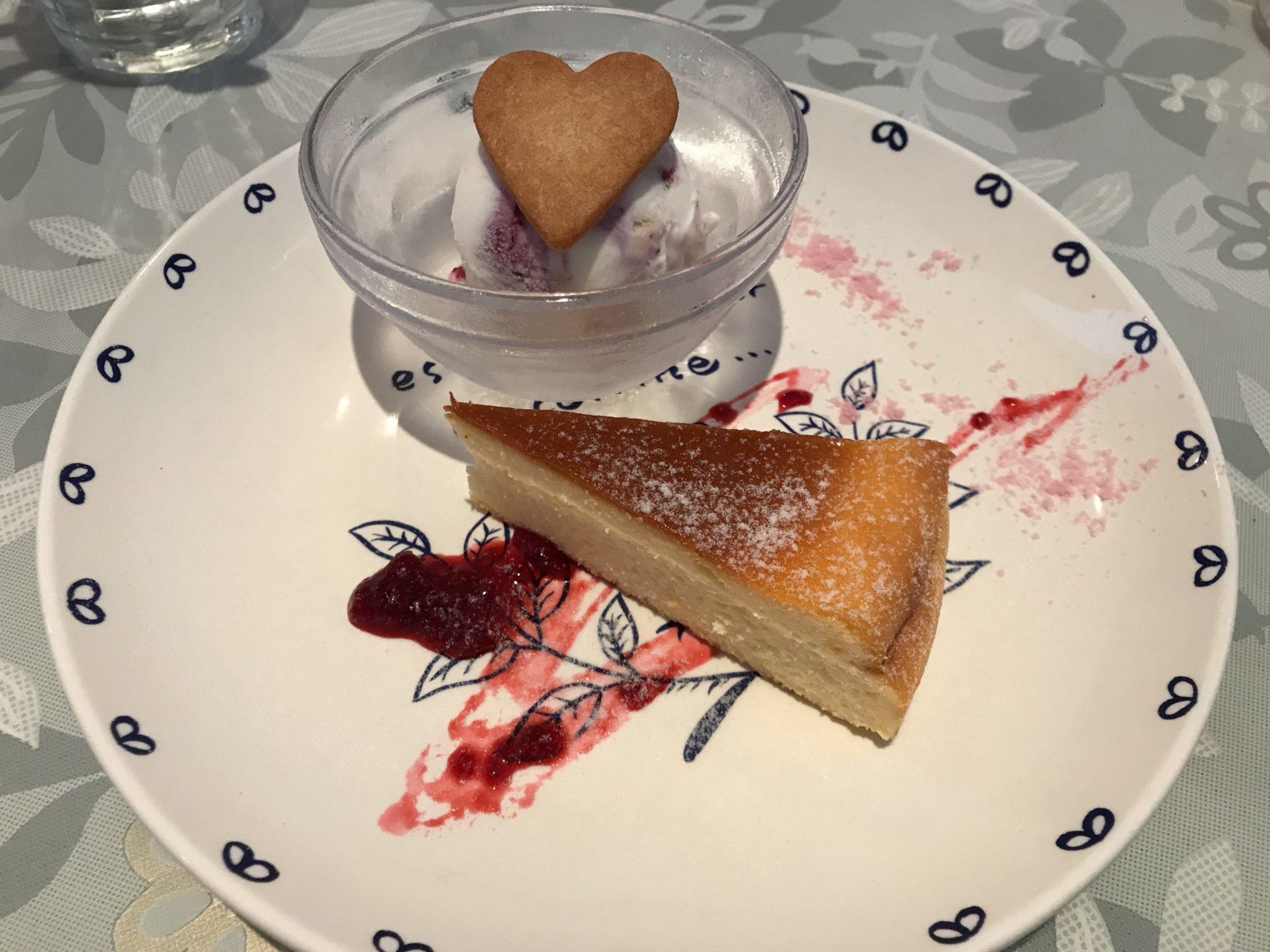 ベイクドチーズケーキとブルーベリーヨーグルトアイス