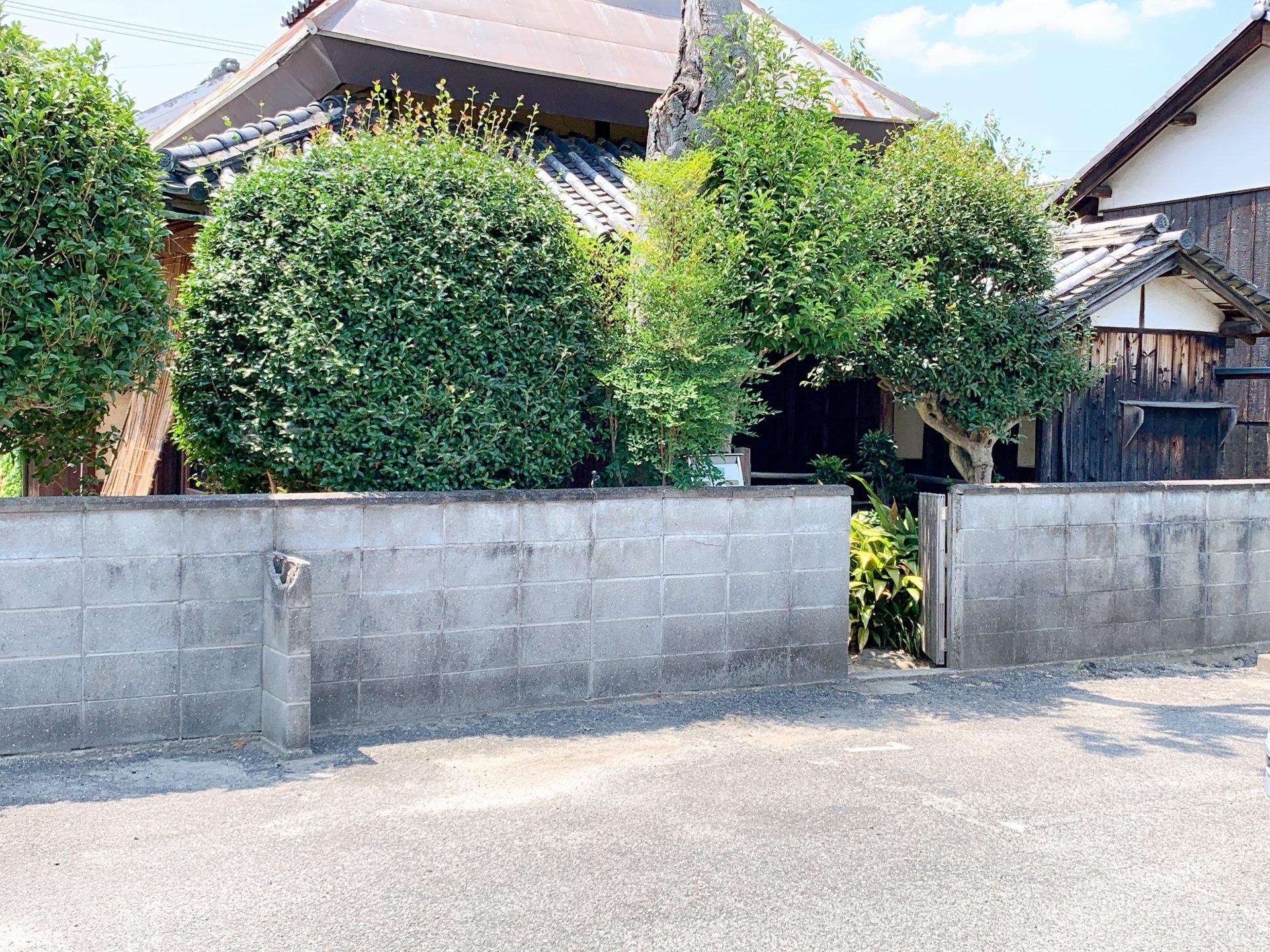 桜花駐車場裏口
