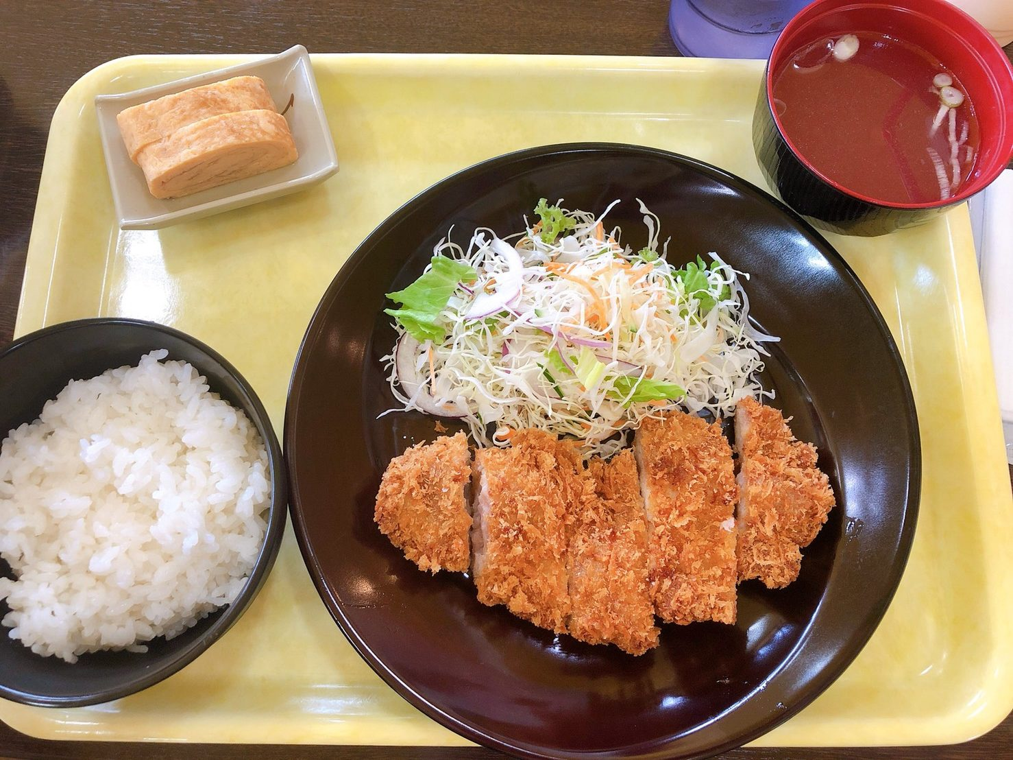 タマコッコ食堂のチキンカツ定食